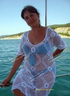 """A moda praia para quem está acima do peso também permite o uso das saídas de praia de crochê, afinal chega de regrinhas de que """"isso pode, aquilo não"""". É claro que alguns modelos ajudam a alongar a silhueta e valorizam o corpo."""