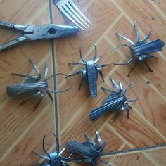 Make Fork Bugs (Magnets): 5 Steps (with Pictures) Welding Art Projects, Metal Art Projects, Metal Crafts, Diy Welding, Fork Art, Spoon Art, Metal Yard Art, Scrap Metal Art, Silverware Art