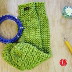 Loom Knit Tube Socks FREE Pattern with step by step video tutorial. Easy for beg… Loom Knit Tube Socks FREE Pattern with step by step video tutorial. Easy for beginners. No heel, no toe, no folded cuff, no bulk. Knitting Loom Socks, Round Loom Knitting, Loom Knitting Stitches, Loom Knit Hat, Loom Knitting Projects, Crochet Socks, Easy Knitting, Knifty Knitter, Knitting Tutorials