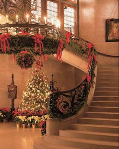Christmas grand staircase This looks just like my brother Tom's house at Christmas
