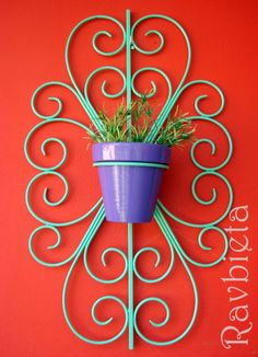 PORTAMACETAS RULOS SEGUÍ NTRO BLOG: www.ravbieta.blogspot.com.ar Iron Furniture, Steel Furniture, Barbed Wire Art, Wrought Iron Gates, Steel Art, Iron Art, Welding Art, Metal Crafts, Plant Holders