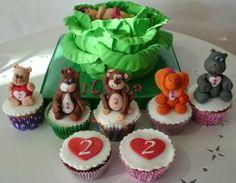 Tarta niña en repollo y cupcakes de animales