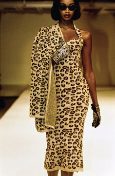 Azzedine Alaïa Fall 1991 Ready-to-Wear Fashion Show - Naomi Campbell Fashion Week, 90s Fashion, Runway Fashion, High Fashion, Vintage Fashion, Vintage Clothing, Haute Couture Style, Azzedine Alaia, Leopard Fashion
