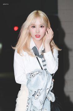Kpop Girl Groups, Korean Girl Groups, Kpop Girls, Extended Play, Airport Fashion Kpop, Jung Eun Bi, G Friend, Green Hair, Korean Singer