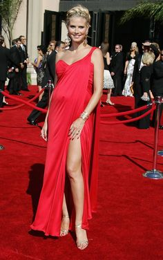A pregnant Heidi Klum in beautiful red dress - Style - Mothering Cheap Maternity Clothes, Plus Size Maternity Dresses, Stylish Maternity, Maternity Wear, Maternity Fashion, Maternity Photos, Heidi Klum, Beautiful Red Dresses, Nice Dresses