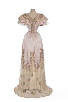 Evening dress, French, ca. 1898-1900 Les Arts Decoratifs Source