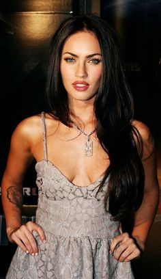 Megan Fox Measurements – What Are The Facts And Figures About Her? Body Shape Of The Body Of Megan Fox In the Megan Fox measurements, the body shape of the Estilo Megan Fox, Most Beautiful Women, Beautiful People, Megan Fox Style, Megan Fox Pictures, Megan Denise Fox, Hippie Look, Celebs, Celebrities