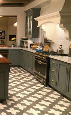 Robert and Sol's Kitchen: Get the Look! – Hello Lovely Robert and Sol's kitchen from Grace and Frankie has gorgeous Spanish cement tile, grey cabinets, and La Cornue stove with subway tile backsplash. Cute Home Decor, Home Decor Signs, Retro Home Decor, Home Decor Kitchen, Home Decor Bedroom, Cheap Home Decor, Kitchen Ideas, Old Kitchen Cabinets, Grey Cabinets