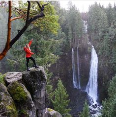 It's amazing what you can find just off the road in Oregon. I'm so glad we took a short detour to check out this waterfall on the drive to Crater Lake today. Oregon Road Trip, Oregon Travel, Oh The Places You'll Go, Places To Travel, Places To Visit, Oregon Waterfalls, West Coast Road Trip, Oregon Washington, Pacific Northwest