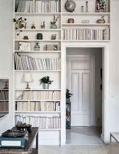 Some sweet little vignettes from this compact but stylish Swedish apartment … featuring mostly mid-century furnishings, a sweet gallery wall and wood floors throughout, treated to give the effect of s