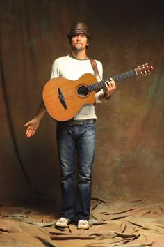 D'Addario Fretted Artist Jason Mraz and his new Signature Taylor Guitar - complete with Pro-Arte guitars strings!
