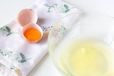 The Benefits Of Egg White For Skin - Better With Health- Os benefícios da clara de ovo para a pele – Melhor com Saúde The Benefits Of Egg White For Skin – Better With Health - Egg White For Skin, Egg White Mask, Mascara Clara, Celulite Remedies, Orange Peel Skin, Egg Benefits, Blackhead Remedies, Skin Secrets, Natural Yogurt