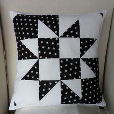 Housse de coussin, une étoile parmi des étoiles, en patchwork noir et blanc                                                                                                                                                      Plus