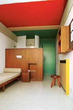 Discover recipes, home ideas, style inspiration and other ideas to try. Charlotte Perriand, Bauhaus Interior, Luxury Homes Interior, Home Interior, Interior Decorating, Interior Ideas, Retro Home Decor, Cheap Home Decor, Home Decoration