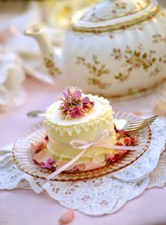 Pretty Little Cakes cake pretty cupcake tea little tea party Tea Cakes, Mini Cakes, Cupcake Cakes, Sweets Cake, Pretty Cakes, Beautiful Cakes, Fancy Cake, Petit Cake, Mini Tortillas