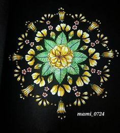 Instagram media mami__0724 - 帰り道の星空が凄くキレイだったので、キラキラ輝く星をイメージしてみました。  #大人の塗り絵 #コロリアージュ #coloriage  #黄色い花  #星見に行きたい