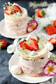 Torciki z kremem truskawkowym - strawberry buttercream cakes