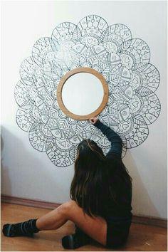 Espejo cob marco pintado en pared