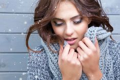 While no branded moisturizers or fancy skin products are 100% effective in reducing skin dryness in winter, here are a few natural remedies that will you have a clear and fresh skin in the winter