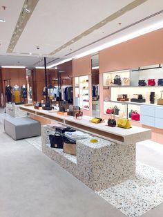 Design-espace-retail-boutique-Jeddah-See by Chloé_By Leonard El Shoe Store Design, Retail Store Design, Retail Shop, Retail Boutique, Boutique Interior, Showroom Design, Shop Interior Design, Fashion Shop Interior, Boutique Fashion