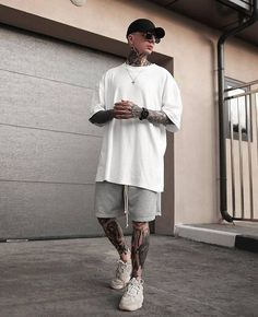 street wear boy, street style boy, street style boy hip hop In the last 30 Yeezy Outfit, Summer Outfits Men, Stylish Mens Outfits, Casual Outfits, Mode Streetwear, Streetwear Fashion, Mode Dope, Mode Swag, Moda Blog