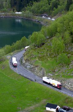 Cirkus Arnardo on the road in Norway, from Haukelifjellet to Hardangerfjorden. May 2007. Photo: Fridgeir Walderhaug