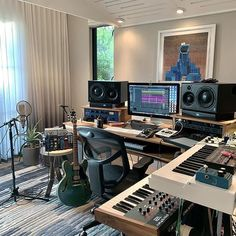 The most beautiful studios in the world . Home Recording Studio Setup, Home Studio Setup, Music Studio Room, Studio Desk, Audio Studio, Sound Studio, Custom Beats, Home Studio Musik, Home Music Rooms