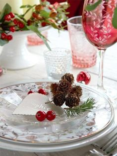 gorgeous christmas tables | Beautiful Christmas Wedding table setting | Staging... add: #diy #decor and #freebies www.customweddingprintables.com