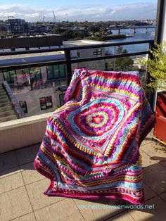 this awesome 'sophie's universe' crochet blanket is a finished sample done by michelle at crochetbetweentwoworlds.blogspot.de | the free crochet-along-pattern is found at lookwwhatimade.net