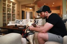 Max Domi at home with his best friend, diabetic-alert dog Orion. This is beyond adorable! Montreal Canadiens, Max Domi, Arizona Coyotes, Of Montreal, Hockey Players, Ice Hockey, Hot Dogs, Punch, Eye Candy