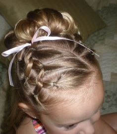 Girl Hairdos & Ideas The Effective Pictures We Offer You About girls hairdos with headband A quality Girls Hairdos, Little Girl Hairstyles, Pretty Hairstyles, Natural Hairstyles, Beautiful Haircuts, Teenage Hairstyles, Toddler Hairstyles, Easy Hairstyles, Girls Updo