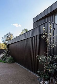 Bass Street Residence by b.e architecture - Design Milk Contemporary Stairs, Contemporary Building, Contemporary Apartment, Contemporary Landscape, Contemporary Decor, Contemporary Architecture, Contemporary Wallpaper, Farmhouse Contemporary, Australian Architecture
