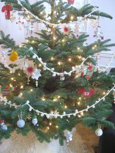 Christmas Time Is Here, Christmas Holidays, Christmas Crafts, Xmas, Christmas Tree, Popcorn Garland, Lovely Tutorials, Dottie Angel, White Garland