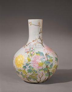 An extremely rare and fine 'famille-rose' tianqiuping. China, Qing dynasty, mark and period of Yongzheng. chinese works of art Chinese Words, Chinese Art, Chinese Ceramics, China Painting, China Porcelain, White Ceramics, Modern Art, It Works, Oriental