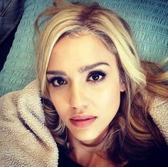 Click here to see Jessica Alba gone blonde