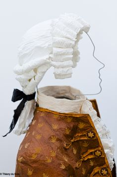 """18th Century gentleman - """"Le singe de la mode"""", Postdam, 2012  Isabelle de Borchgrave - Painter, designer, artist, visual artist, discover its amazing dresses and creations of paper !"""