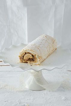 Meringue roulade with mint caramel filling