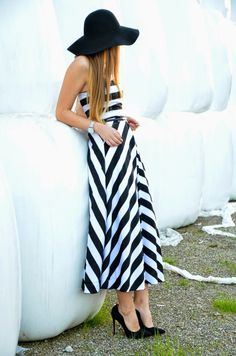 Vintage life en Vogue - Fashion blog - black and white midi dress - gown - hat - elegant