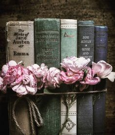 The prettiest collection of Jane Austen books we ever did see Which of hers is your favorite? Old Books, Antique Books, Vintage Books, Vintage Stuff, Flatlay Instagram, Jane Austen Books, Emma Jane Austen, Jane Austen Quotes, Victoria Magazine