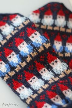 p i i p a d o o: villasukat Wool Socks, Knit Mittens, Knitting Socks, Knitted Christmas Stockings, Christmas Knitting, Fair Isle Knitting, Drops Design, Handicraft, Bunt