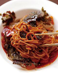 Seaweed, Kimchi and Soba Noodle Bibim Guksu 김, 김치, 메밀 비빔국수 (Recipe in Korean)