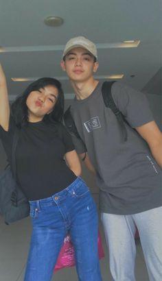 Cute Couple Poses, Cute Couples Goals, Couple Posing, Couple Goals, Korean Best Friends, Boy And Girl Best Friends, Cute Friends, Korean Boys Ulzzang, Ulzzang Couple