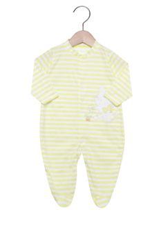 Macacão Pro-Baby Longo Baby Gatinha Amarelo, com padronagem listrada, bordado decorativo e pezinho. É confeccionado em tecido de malha. As roupas da Pró-Baby são fabricados com materiais que não incomodam o bebê, com atenção aos mínimos detalhes, possui acabamentos que valorizam a roupa e desenhos que deixam a criança ainda mais linda.