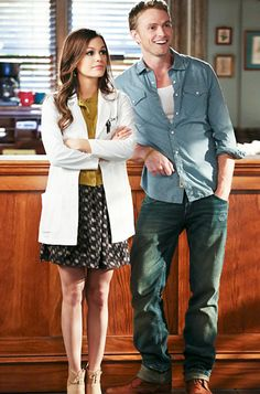 Hart of Dixie's Fashion Credits Season 2, Episode 14 Dr. Zoe Hart (Rachel Bilson) heads to work with boyfriend Wade Kinsella (Wilson Bethel) in a J.Brand sweater, Theyskens Theory skirt, and Reed Krakoff shoes.