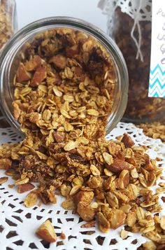 Make someone very happy with a pretty mason jar filled with healthy, vegan Pumpkin Spice Latte Granola!