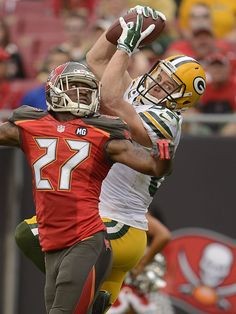 Green Bay Packers receiver Jordy Nelson makes a catch over Tampa Bay Buccaneers cornerback Johnathan Banks