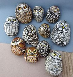 Here you can see many example for owl painted rocks ideas to stimulate your imagination.Painted Rock Ideas - Do you need rock painting ideas for spreading rocks around your neighborhood or the Kindness Rocks Project? Here's some inspiration with my best t Pebble Painting, Pebble Art, Stone Painting, Diy Painting, Rock Painting, Owl Rocks, Posca Art, Rock And Pebbles, Hand Painted Rocks