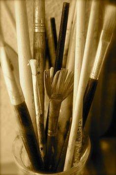 PENSIVE PAINTBRUSHES.  #creativeprocess #art #painting #txegonzalezart