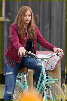 Chloe Moretz: Post Thanksgiving Bike Rider for 'If I Stay'   chloe moretz after thanksgiving bike rider for if i stay 02 - Photo