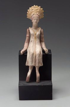 Statuette of seated Goddess or Aphrodite - Terracotta statuette from Myrina, century B.C, at the Boston Museum Classical Greece, Classical Period, Classical Art, Ancient Greek, Ancient Art, Ancient Greece Fashion, Archaic Greece, Greek Pantheon, Boston Museums
